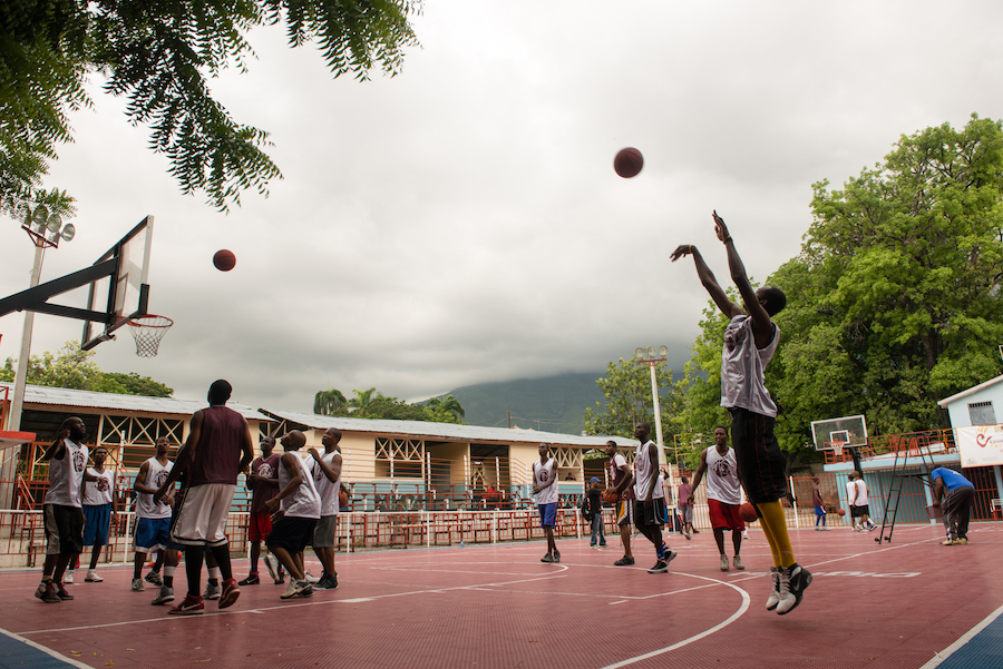 Castor Club adult basketball team in Port au Prince running basketball drills during the workshop.